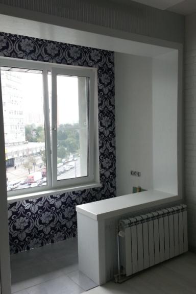 Декорирование оконного проема с балконной дверью.